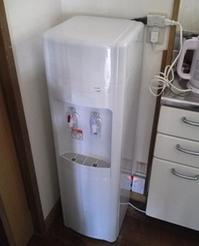 5.電源を入れて終了です。 20分ほどすると冷たい水と熱いお湯が利用できます。