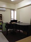 全てグランドピアノを使ったレッスンです。 豊かな響きを通して、細やかなピアノのタッチや、より豊かな 表現力 を学べます。