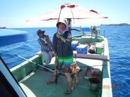長い間、わが宿をごひいきにしてくださっているお客さまです。  初めての釣り体験で大きなミーバイが釣れて 引きが強く楽しかったと大満足でした。
