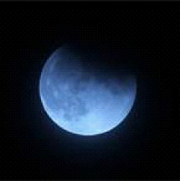 """<span class=""""green bold"""">【月光による浄化】</span> 満月の光は強いエネルギーをもたらします。満月が出ている夜に、パワーストーンを一晩照らしてあげてください。 宇宙的な暗示のあるムーンストーンやモルダバイト、ギベオンなどがオススメです。"""