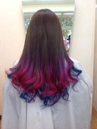 ■毛先ブリーチ ¥3500〜  ■マニキュア(ピンク&ヴァイオレット&ブルー) ¥3500~