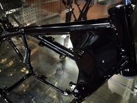 Z400FX フレーム  『グロスブラック』でツヤツヤに生まれ変わりました。