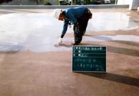 防水というのは、ただ塗ればいいわけではありません。 厚みが薄いと、数年で剥がれや防水が切れてきます。 防水効果、耐久性を発揮するには2.5~3.0mmの厚みになるよう仕上げなければいけません。