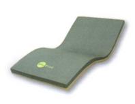 マット両サイドが硬いため、安定した起き上がり~端座位~立ち上がりの動作が可能。