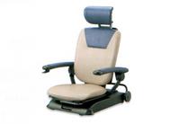 起立時に座面が前方に傾斜して立ち上がりやすい姿勢を実現。