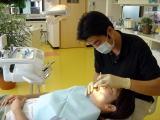 3.口腔内診査  お口の中をみて、歯や歯ぐきに異常が無いか調べます。