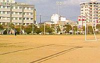 サッカーボールや野球のできる多目的グラウンド。サッカーコートが2つぐらい取れそうなほど広い。