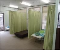 <center>施術内容は症状に合わせてカスタマイズ。 気になることはどんどんお伝えください!  ベッド周囲は広めにとってあるので、 プライバシーの面でも安心です。