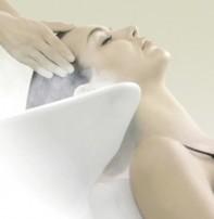 """<b>先進テクノロジーとマッサージで     美しい髪を頭皮から育てる   細胞レベル発想のヘッドスパ提案</b>                                           <b style=""""color:blue;"""">Head Spa の特徴</b> <b>■頭皮の汚れの除去(毛穴の掃除) ■リラクゼーションマッサージ ■健康な髪を育てる ■頭皮のバランスを整え血行を促進して活性化</b>                <b style=""""color:blue;"""">こんな方にオススメ</b> <b>01 かゆみが気ななる方 02 カサつきがある方 03 細かいフケが浮いてくる方 04 抜け毛が気ななる方 05 健康な髪や頭皮を維持したい方</b>   <b style=""""color:red;"""">Basic course ¥3,000 45分</b> ☆頭皮用のトリートメントを使い普段落とす事の出来ない頭皮の汚れや老廃物」を除去します。また、マッサージによるリラクゼーション効果もあるのでお疲れの方にオススメです。  <b style=""""color:red;"""">Special course ¥4,500 60分</b> ☆ノーマルコースの効果に加え頭皮を活性化させます。 グレープシードオイルが抜け毛の要因を予防し美しい髪の成長を促すとともに、頭皮活性化の部位を重点的にマッサージします。    <b style=""""color:red;"""">炭酸クレンジングスパ ¥1,000 15分</b> ☆「女性ホルモン」と「抗酸化力の低下」を抑える事が出来る話題のクイックエイジングケア。 炭酸濃密泡の力でココロも頭皮もリフレッシュ出来ます。   <b style=""""color:red;"""">※炭酸スパは他メニューとの組み合わせのみの対応となっております。単品メニューとしてはご利用出来ません。</b>"""