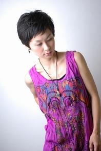 "<b>hair:SHIMA</b>  <b>model:T.Hitomi</b>   >><a href=""http://churakami-okinawa.jp/salon/didi_un_mode/haircatalog/1111/.html""><span style=""color:#FF0000;font-size:14px;""><b>このスタイルの詳細はコチラ</span></a></b>"