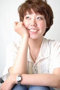 "<b>hair:SHIMA</b>  <b>make:AYAKA</b>  <b>model:M.Rie</b>   >><a href=""http://churakami-okinawa.jp/salon/didi_un_mode/haircatalog/857/.html""><span style=""color:#FF0000;font-size:14px;""><b>このスタイルの詳細はコチラ</span></a></b>"
