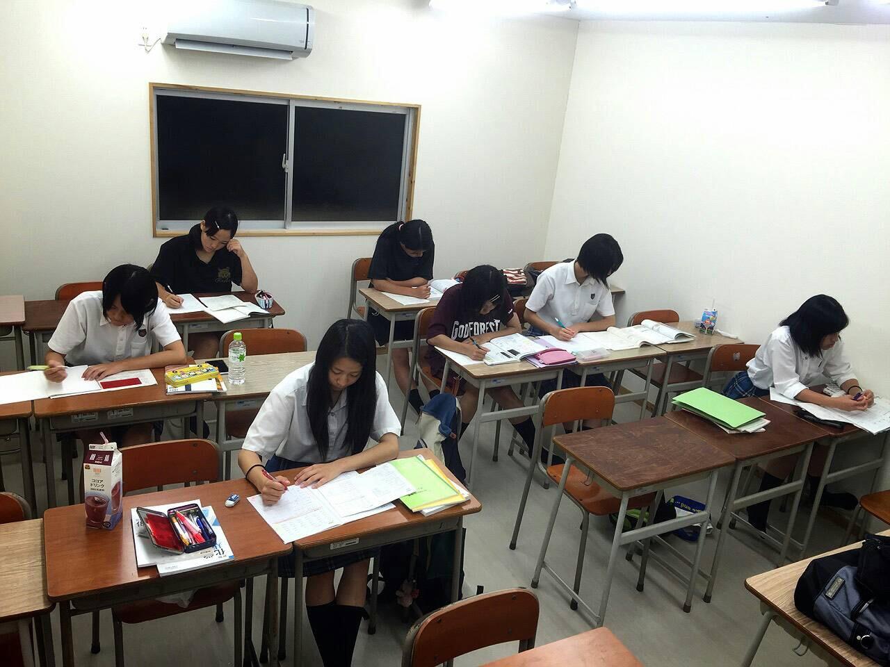 勉強が好きな生徒が多く、常に問題を解いています!