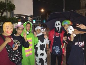 ★10月-Halloween パーティー★ 仮装をしてゲーム大会をしたり、講師も生徒もみぃーんな仮装したまま授業をしたりと賑やかすぎる1日を計画しています。
