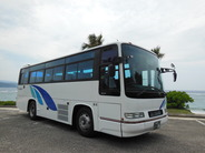 貸切中型バス 定員42名(乗客40名)
