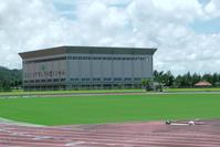 陸上競技場の南側に隣接した大型多種目スポーツ練習場です。 アリーナ面積1996.1㎡(44.64x44.64) 高さ    19.95m