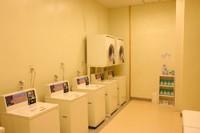 衣類等の洗濯はこちらをご利用下さい! 洗剤はサービスしております。気軽にご利用下さい。