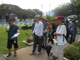 古くから22基の外国人の墓があったので「ウランダー墓」とも呼ばれていた。中国人(清人)、アメリカ人、イギリス人、フランス人、スェーデン人などの異国の人々が眠る墓地であった。代表的なものとして、バジルホールの部下で英国水兵ウィリアム・ヘアーズ(1816年没)やペリー提督の従者のジョン・バーンズ(1853年没)、オランダ屋敷に住んでいた宣教師で、沖縄県立中学校の英語教師でもあったヘンリー・アモア(1908年没)が眠っている。