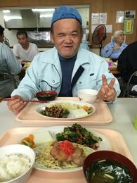 給食メニュー例 *親子丼:豆腐とにがなの白和え *麻婆豆腐:春雨ナムル *ハニーチキン:ジャガベーコン *タコライス:野菜ポトフ *玄米ご飯:ししゃもの塩焼き *メンチカツ:ほうれん草とひじき和え  その他季節のメニューを提供しています。