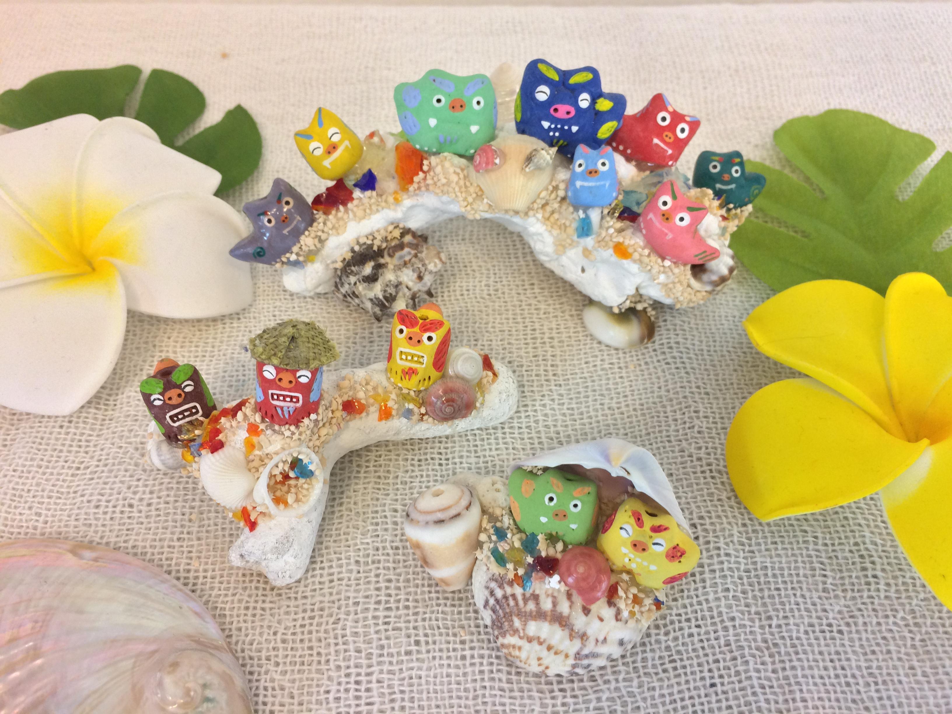 大人気!サンゴシーサー☆ 2匹乗りから8匹乗りまでご用意しております。別途シーサーの追加もOK! 7匹乗りは「シーサー七福神」という意味もあり人気です(=´∀`)