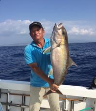 <b>★ベテラン 三宅船長★</b>  15年の豊富な経験で釣りの楽しさを伝えます。 小物から大物釣りまで十分堪能できます。  <b>ヤマハ ティンバウ号</b>