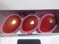 秀品(3玉)マンゴー     ¥4,980(税込・送料別) ※2017年度 ¥4,980→¥4,500(税込・送料別)  贈り物へ申分ない良品質マンゴー。 色付きが大変良く、見た目も抜群に綺麗なおいしマンゴーです。  ☆大切な方への贈物に!きっと喜ばれます! もちろん ご自分用!ご家族用!是非いかがですか。。☆