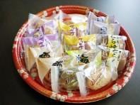 和菓子、洋菓子、沖縄の伝統的なお菓子など焼き菓子商品も豊富に取り扱っております。冠婚葬祭時のご準備も当店自慢の焼き菓子ですぐにご対応致します。 ご予約は本社または最寄の店舗までご連絡をお願い致します。