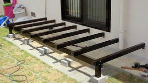 アルミフレームのぬれ縁は、 木材と違って劣化もなく、 耐久性も美観にも優れ縁側を引き立てます。