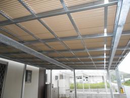 ガルバリウム鋼板、ポリカ波板 多くの種類のパネルを取り扱っております。