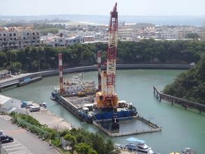 工 事 名:嘉手納漁港航路浚渫 完成年度:平成27年度 使用船舶:グラブ浚渫船 バケット容量8m3