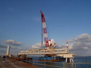 工 事 名:沖縄電力配管橋設置 完成年度:平成23年度 使用船舶:400t吊起重機船