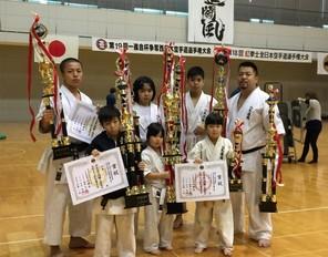 県外大会で家族皆が入賞し、新聞にも取り上げられる(H29年12月)