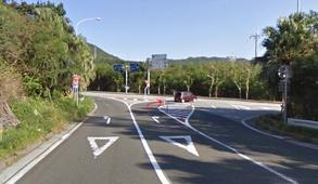 県道88号線を右折