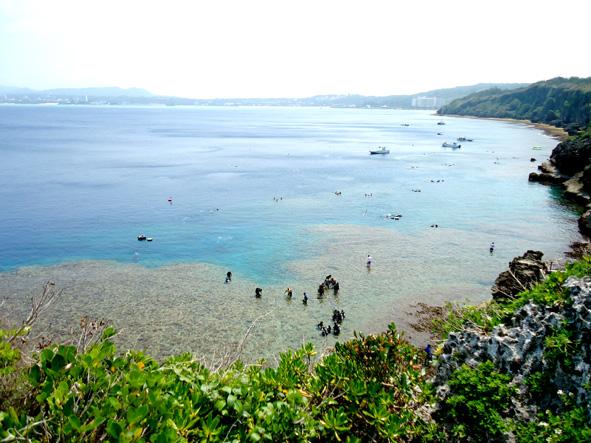 大人気の青の洞窟があり、色とりどりな魚のむれや地形が楽しめダイバーにも人気のポイントでもあります。透明度抜群のコバルトブルーの海で、体験ダイビングを楽しんでみませんか。