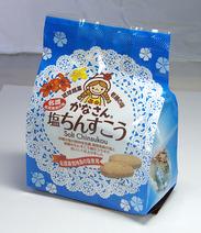 かなさんの塩ちんすこう (2コ×8袋)   値段:324円(税込)  「沖縄の塩の発祥地 名護 屋我地の塩」と老舗のちんすこう屋のコラボでおいしく仕上げました。 塩風味のきいた贅沢なちんすこうをご堪能下さい。