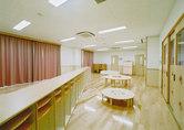養護の行きとどいた保健的で安全な環境空間のもとで快適に生活できる乳児室。
