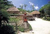 琉球村は沖縄の文化・芸能・自然を見て体感できるテーマパークです。 「工芸品を作る」、「おばあと語る」、「沖縄の文化を学ぶ」がこの村での3つのテーマです。昔ながらの沖縄観光をお楽しみ下さい。