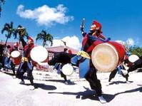 沖縄の歴史・文化・自然を丸ごと体験できるテーマパーク、レジャー施設です。 東洋で最も美しい鍾乳洞や連日行われる「エイサー」は人気があります。