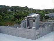 本体外寸 幅2850 高さ2500 奥行2600 風格ある三段袖亀甲墓