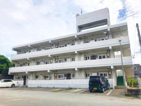 1999年建設 沖縄県島尻郡久米島町字仲泊1068-5 (コーポ新生の向かい) 2LDK 12室 現在満室 駐車場有 日当たり良好 スーパー・コンビニ、食堂、琉球銀行が徒歩5分圏内にあり非常に便利です