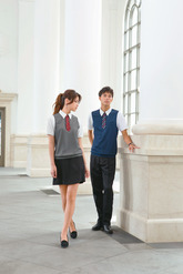 """オリジナルのトロンプルイユ・デザインでシャツ1枚でもきちんと♥</br>前後身頃は濃色のヘリンボン柄で切り替え、下着の透けをカバー。ベストを着用したようなユニークなデザイン。  <span style=""""color:blue;"""">左記写真をクリックして頂ければ拡大してご確認いただけます。</span></br></br>AMUSNET 31㌻"""